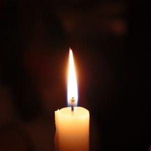 single candle-2062861_1920